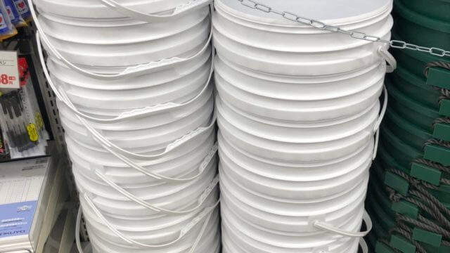 白くて丸いメダカの飼育容器