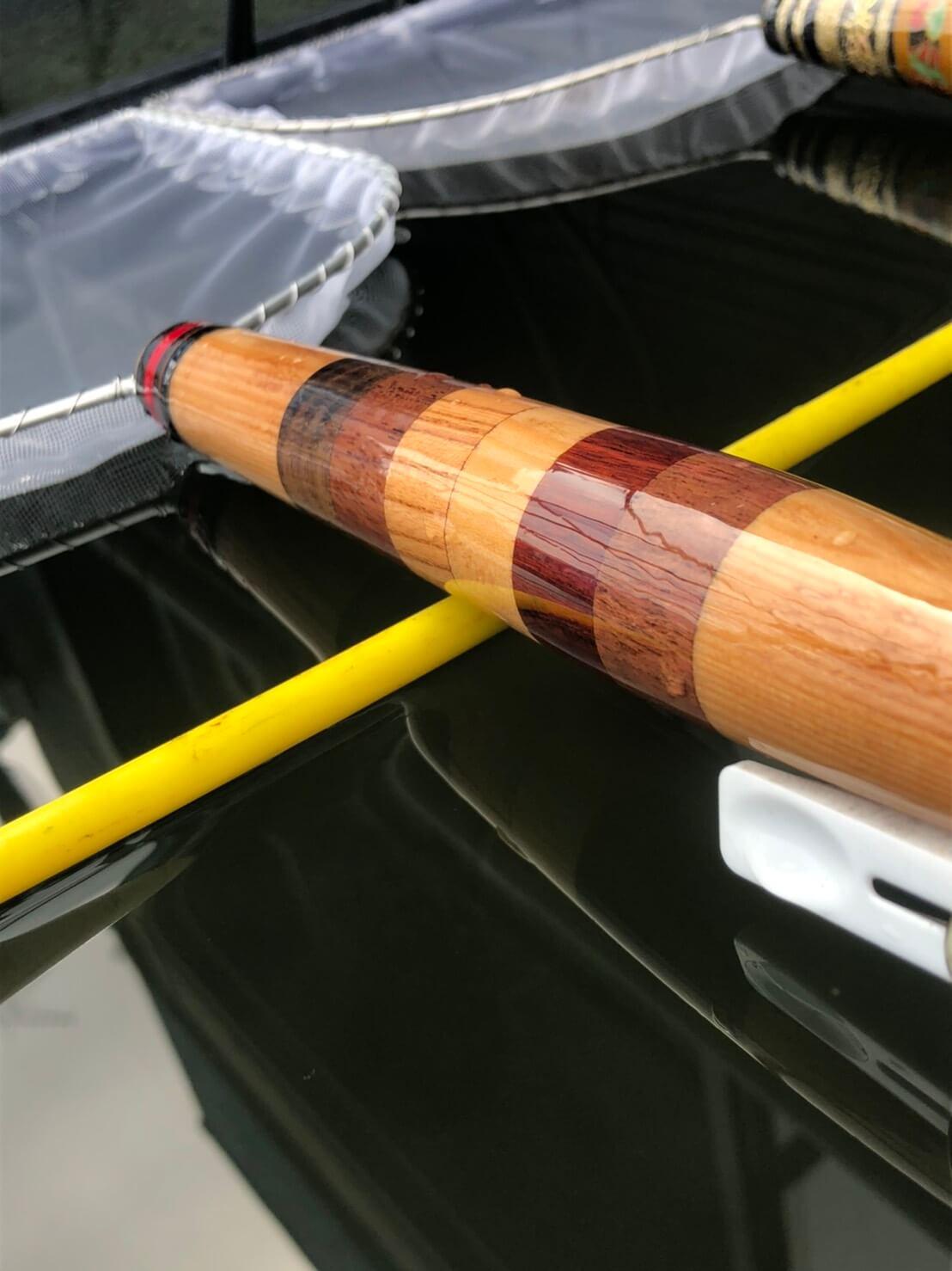 木材を繋ぎ合わせて作ったメダカの選別用タモ網
