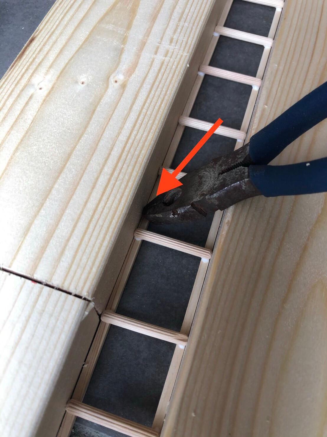 2×4木材を使って作る壁面収納(タモ網置場)