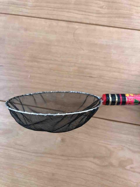 丸い形のメダカ用の選別網